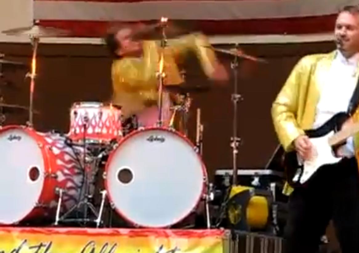 Zu heftige Show eines Drummers